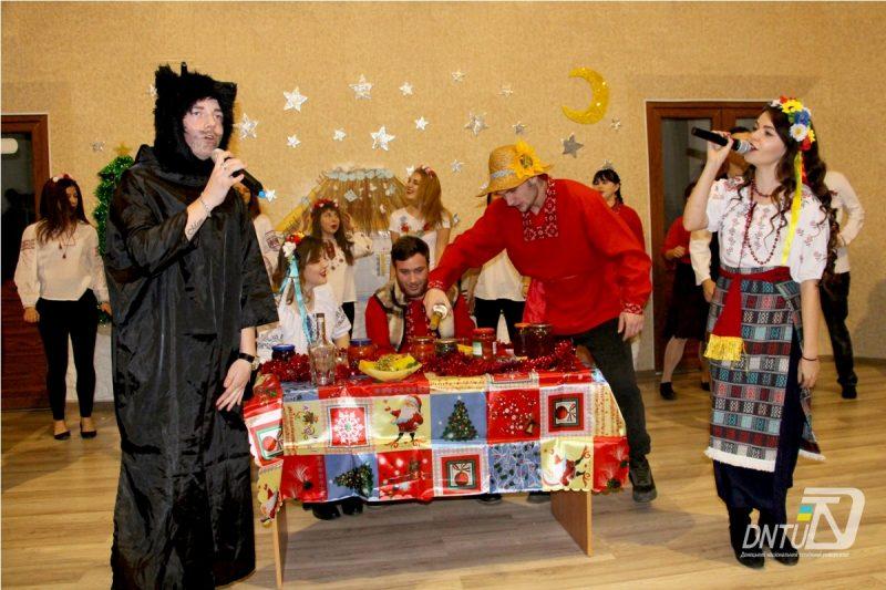 Яскраве привітання з новорічними святами від ради студентського самоврядування ДонНТУ