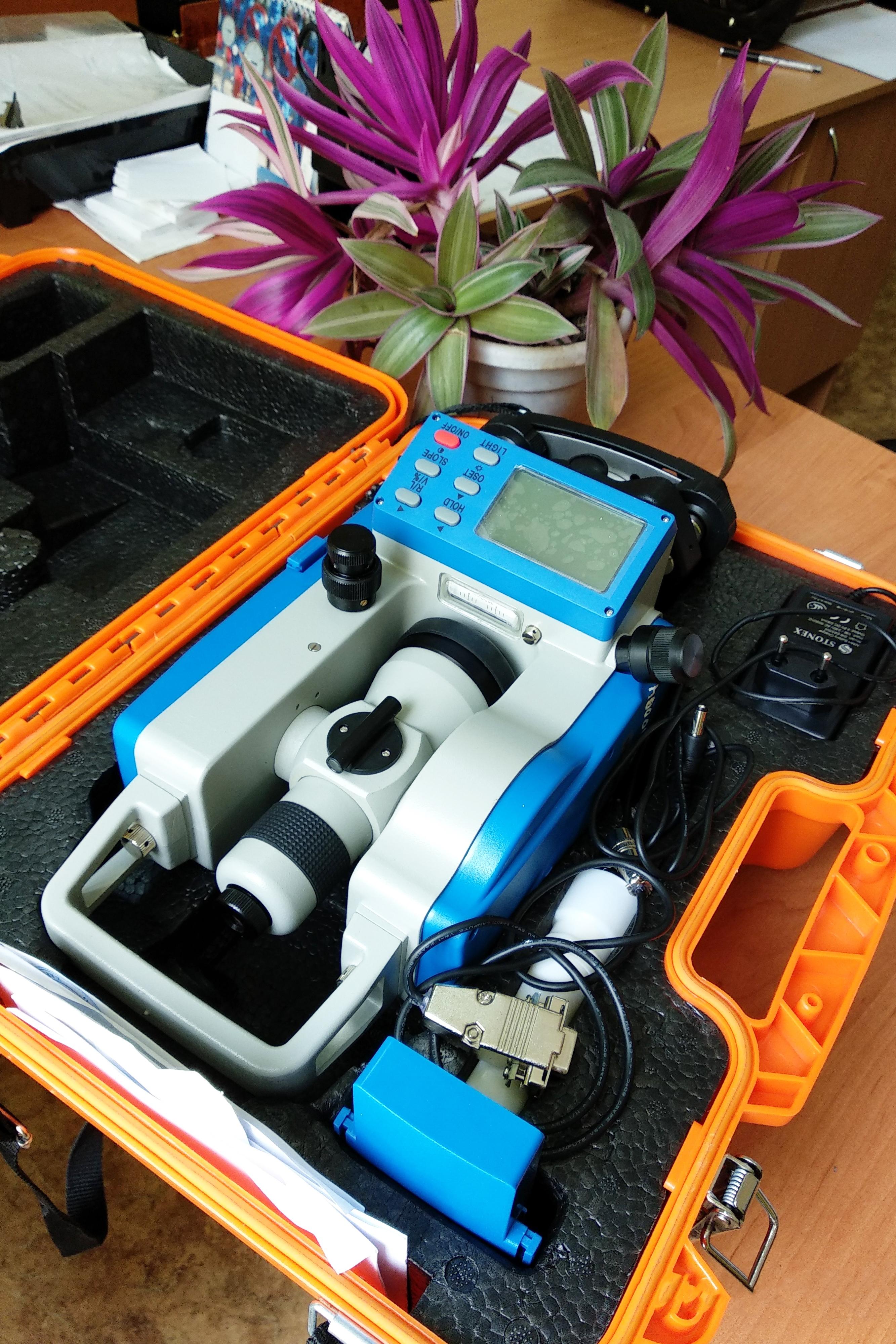 обладнання геодезичної лабораторії